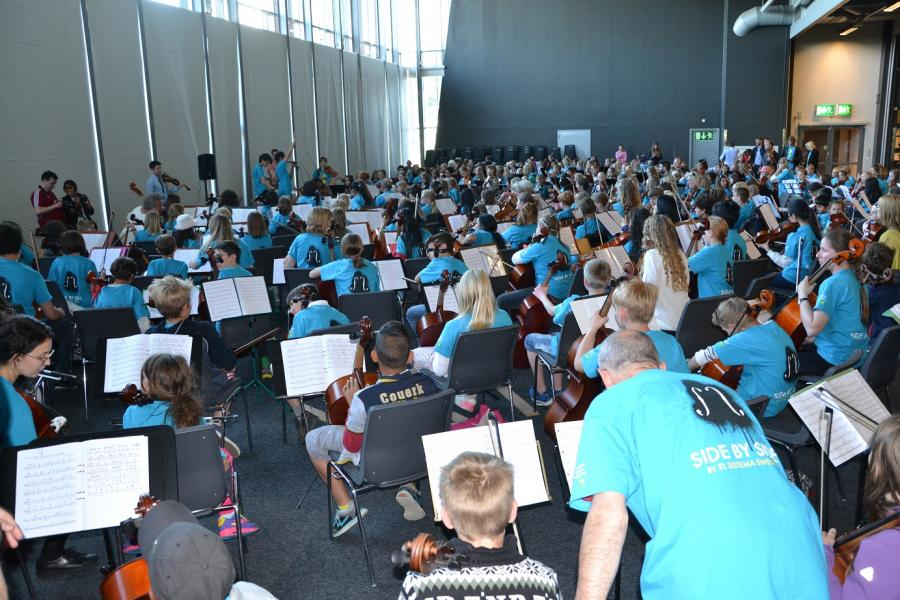 Orchestra rehearsal – 600 musicians from 19 countries of the world, the Czech Republic among them